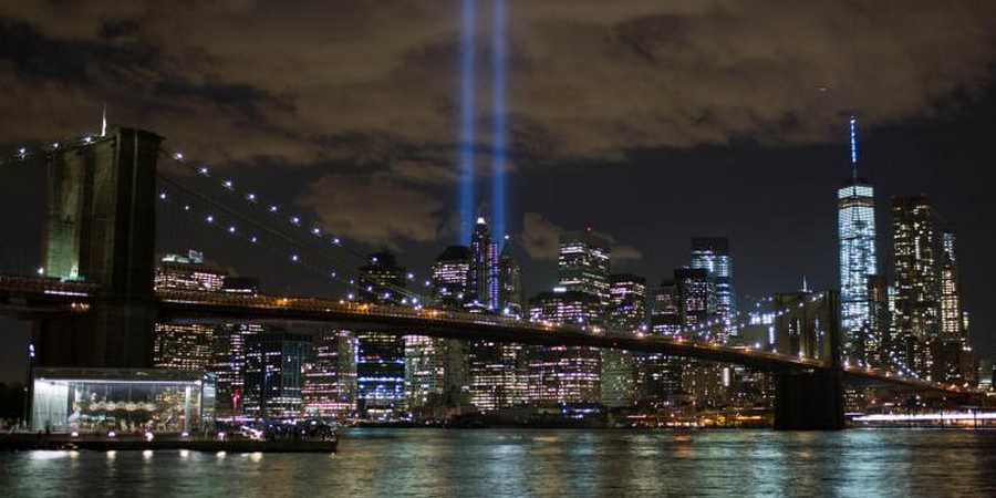 911-memorial-and-museum_spt-lights-remind-of-missing-towers_900x450