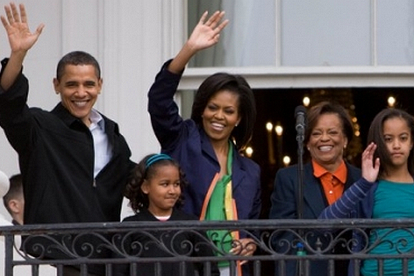 President Obama First Family Waving Easter 2009.